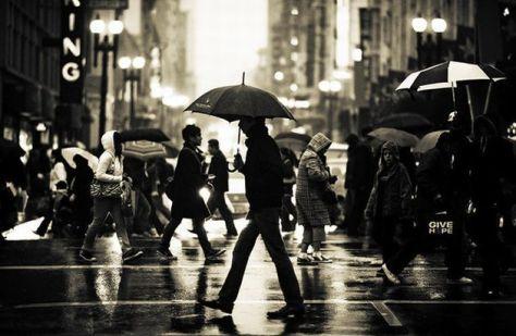 People-walking-in-the-rain-photography5
